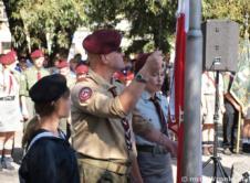 Pokolenia wronieckich harcerzy spotkały się razem, aby świętować setną rocznicę założenia we Wronkach pierwszej drużyny harcerskiej. Druhowie spotkali się na Rynku, gdzie odbyła się główna część uroczystości, a następnie wspólnie świętowali na terenie Olszynek. Sobotnie (3 września) uroczystości rozpoczęły się pod wronieckim muzeum, pod budynkiem umieszczono drewnianą ławkę-rzeźbę poświęconą zasłużonemu dla lokalnego harcerstwa oraz całego […]