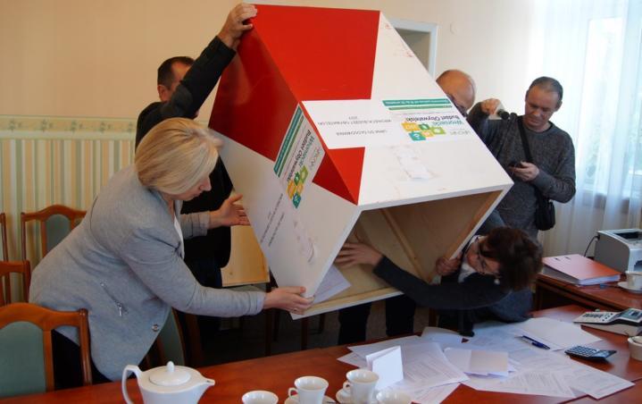 Budowa oświetlenia na chojeńskim Koziołku i miejsce do biesiadowania w Biezdrowie zwyciężyły w tegorocznym głosowaniu w ramach Budżetu Obywatelskiego. Mieszkańcy gminy oddali w tym roku blisko 5000 głosów. Teraz Rada zdecyduje, ile projektów zostanie zrealizowanych. W przeciwieństwie do zeszłorocznej edycji Budżetu Obywatelskiego, zadania zgłoszone w tym roku podzielono na dwie kategorie. Małe projekty – których […]