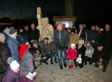 W środę, 4 stycznia, odbyła się uroczystość poświęcenia Biezdrowskiego Pielgrzyma, z czego mieszkańcy są bardzo dumni. Oficjalnego odsłonięcia dokonał Mirosław Wieczór. 4 stycznia, wszyscy chętni, zarówno zaproszeni jak i ciekawi nowej atrakcji, stojącej na skrzyżowaniu alei Lipowej z drogą na Osady, spotkali się w Biezdrowie. Stoi tam wyrzeźbiony przez Eugeniusza Tacika Pielgrzym, który jest silnie […]