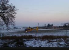 Dwie osoby trafiły do szpitala w wyniku wypadku, do którego doszło w niedzielę w Dobrojewie. Niezbędna była interwencja Lotniczego Pogotowia Ratunkowego. Do wypadku doszło na wyjeździe z Dobrojewa w kierunku skrzyżowania w Wierzchocinie. Kierujący oplem zafirą, jadący na częściowo ośnieżonej drodze, stracił panowanie nad pojazdem i uderzył w przydrożne drzewo. Kierowca pojazdu jak i pasażer […]