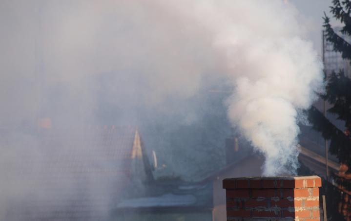 Centrum Zarządzania Kryzysowego Wojewody Wielkopolskiego ostrzega przed bardzo złą jakością powietrza na terenie Wielkopolski. W treści komunikatu czytamy, że grupy szczególnie podatne na negatywne skutki zanieczyszczenia powietrza powinny unikać spędzania czasu na zewnątrz. Ze względu na bardzo złą jakość powietrza w województwie wielkopolskim w dniu dzisiejszym (16.02.2017) ocenianą na podstawie pomiarów bieżących pyłu PM10 oraz […]