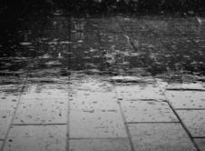 Prognozowane są intensywne opady deszczu, potrwają do czwartku. Opady wystąpią w natężeniu umiarkowanym i silnym, mogą przybierać charakter ciągły, prawdopodobieństwo wystąpienia wynosi 80%. Przez najbliższe dni mogą pojawić się burze, w czasie których opady będą intensywniejsze. W ciągu tych czterech dni lokalnie opady deszczu mogą przekroczyć 60 mm, dlatego możliwe jest zalewanie posesji i ulic […]