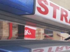 Pięć zastępów straży pożarnej interweniowało przy rozszczelnieniu się gazu z butli, do którego doszło w jednej z restauracji przy ulicy Poznańskiej. Zawiadomienie o wycieku przyszło kilka minut po godzinie 12. Dyżurny zadysponował na miejsce zdarzenia dwa zastępy z OSP Wronki oraz trzy z JRG Szamotuły. Strażacy z Wronek zabezpieczyli teren działań i wyznaczyli kilkudziesięciometrową strefę […]