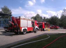 Dzisiaj około godziny 11.00 zawiadomiono strażaków o wycieku amoniaku w firmie Hochland, znajdującej się na terenie Kaźmierza. Do pomocy w działaniach zadysponowano również OSP Wronki. Zakład produkujący sery mieści się przy ulicy Okrężnej w Kaźmierzu, gdy dotarła informacja o wycieku amoniaku, zadysponowano jednostki straży pożarnej z całego powiatu, a także jednostkę z Poznania. Na miejscu […]