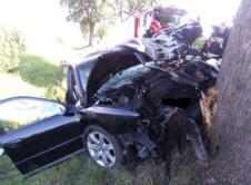 Jedna osoba trafiła do szpitala wskutek wypadku, do jakiego doszło na drodze wojewódzkiej 184 na odcinku między Bobulczynem a Wierzchocinem. Kierowca zjechał z drogi i uderzył w drzewo. Zespół Ratownictwa Medycznego przetransportował do szpitala kierowcę samochodu marki audi A4, po tym jak ten zjechał na prostym odcinku drogi i uderzył w drzewo. Siła uderzenia sprawiła, […]