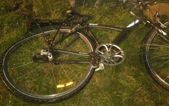 Służby ratownicze interweniowały przy potrąceniu rowerzysty na drodze wyjazdowej z Wronek w kierunku Piotrowa. W wyniku wypadku do szpitala trafił kierujący jednośladem. Policjanci prowadzą postępowanie w sprawie wypadku, do którego doszło w niedzielę 13 sierpnia we Wronkach na drodze wojewódzkiej 182. Według ustaleń szamotulskiej drogówki, kierująca pojazdem osobowym najechała na tył podróżującego w tym samym […]