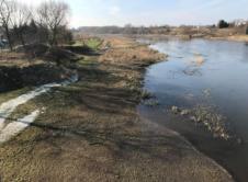 Już o blisko pół metra poziom Warty we Wronkach znajduje się poniżej poziomu ostrzegawczego. W ciągu ostatnich 72 godzin rzeka opadła o 20 cm. Jeszcze trzy tygodnie temu wodowskaz we Wronkach wskazywał ponad 4 metry. Do tak wysokiego poziomu Warty przyczynił się bardzo deszczowy okres. Wysokie jak na tę porę roku temperatury sprawiły, że brakowało […]