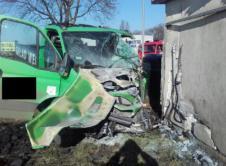 Jedna osoba trafiła do szpitala wskutek wypadku, do którego doszło na terenie jednego z zakładów pracy przy ulicy Sierakowskiej. Kierowca samochodu dostawczego uderzył w budynek gospodarczy. Służby ratunkowe interweniowały przy wypadku komunikacyjnym na terenie zakładu pracy przy ulicy Sierakowskiej. Z niewiadomych przyczyn kierowca samochodu dostawczego uderzył w budynek gospodarczy. Mężczyzna został uwięziony w pojeździe. Wskutek […]