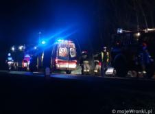 Jedna osoba trafiła do szpitala wskutek zdarzenia drogowego, do którego doszło na trasie Wronki-Piotrowo. Do zdarzenia doszło we wtorek wieczorem na drodze wojewódzkiej 182 w miejscowości Nowy Kraków. Mieszkanka gminy Obrzycko, jadąc w kierunku Wronek, na łuku wypadła z drogi. Samochód marki Nissan Micra po dachowaniu zatrzymał się w rowie kołami do góry. Świadkowie zdarzenia […]