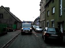 Znana jest przyczyna śmierci 41-letniej wronczanki, której ciało zostało znalezione wczoraj w kamienicy przy ulicy Kościuszki. W czwartek policja została poinformowana, że w pustej kamienicy przy ulicy Kościuszki, może się znajdować ciało kobiety. Telefonującą osobą okazał się mężczyzna, który z nią przebywał. Służby odnalazły ciało 41-letniej wronczanki na drugim piętrze pustostanu. W trakcie prowadzonych czynności, […]
