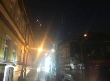 Jedna osoba trafiła do szpitala, a pozostali mieszkańcy kamienicy przy Placu Wolności zostali ewakuowani. Przyczyną tego zdarzenia było silne zadymienie, które wystąpiło w budynku. Z niewiadomych przyczyn doszło do niedrożności przewodu kominowego. Podczas rozpalania w piecu przez mieszkankę doszło do tzw. cofki, czyli cofnięcia się dymu powstałego wskutek palenia. Podczas otwarcia drzwi przez kobietę trafiła […]
