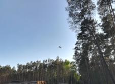 Wysoka temperatura, powiewający wiatr oraz grzejące słońce, warunki sprzyjają rozwojowi pożarów. Niedawno przekonali się o tym leśnicy oraz strażacy. W czwartek 10 maja, 10 zastępów straży pożarnej, służby leśne, samoloty gaśnicze oraz policja interweniowały przy pożarze młodnika między Jasionną a Smolnicą. Oprócz gaszenia ognia z lądu w gęstym młodym lesie, trzy samoloty PZL M18 Dromader […]