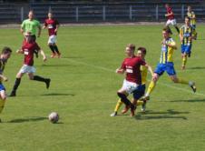 1 czerwca w Rumi, juniorzy młodsi Błękitnych Wronki mierzyli się z Arką Gdynia. Mecz zakończył się niespodziewanym zwycięstwem gości 2-1. Dla podopiecznych Adama Drozdowicza trafił Fabian Grzelka, a także gospodarze po trafieniu samobójczym. Na ostatnią kolejkę przed końcem sezonu, Błękitni mają zapewnione utrzymanie w Centralnej Lidze Juniorów. Wroniecki klub zajmuje 6 miejsce z dorobkiem 14 […]
