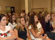 """Na początku czerwca odbyło się kolejne spotkanie edukacyjne z cyklu """"Młoda i zdrowa"""" dla uczniów wronieckich szkół, organizowane przy współpracy Grupy Amica i Fundacji Amicis przez Kwiat Kobiecości – Ogólnopolską Organizację na rzecz Walki z Rakiem Szyjki Macicy. Prezes tej organizacji Ida Karpińska, odwiedziła Zespół Szkół nr 2 we Wronkach i przybliżyła uczennicom bardzo ważny […]"""