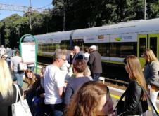 W jadącym z Gorzowa do Poznania pociągu odnaleziono niepokojący ładunek. Na miejsce skierowano policyjnych saperów. Od naszego Czytelnika otrzymaliśmy informacje, że ze składu pasażerskiego, który planowo miał wjechać na wroniecką stację o godzinie 7:56, z pociągu zdążyło wyjść kilkadziesiąt osób, a na peronie zaroiło się od policjantów. Jak relacjonują podróżnicy, w składzie odnaleziono pocisk sporego […]