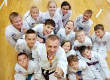 Taekwon-do to sztuka walki, w której najważniejsze jest doskonalenie umiejętności panowania nad ciałem i umysłem. Pozwala również na doskonalenie takich cech charakteru jak uprzejmość, odwaga, cierpliwość i opanowanie. Zajęcia, które ruszyły we Wronkach od 12 września, są dostępne dla dzieci, młodzieży i dorosłych. Prowadzone będą przez trenera Rafała Drewicza, przy ul. Leśnej 15 a, czyli […]