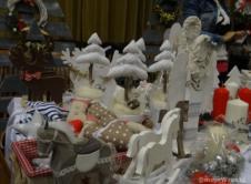 Ozdoby, lokalne produkty i wspólne warsztaty plastyczne to najmocniejsze punkty Jarmarku Świątecznego, który odbył się w niedzielę we Wronieckim Ośrodku Kultury. Zachwycała przede wszystkim różnorodność wykonanych ozdób – kartki, drewniane choinki i renifery, świąteczne poduszki, misterne zdobienia, szydełkowe cuda. Autorzy rękodzieła opowiadali z ogromną pasją o swoich pomysłach i prezentowanych ozdobach. Okazuje się, że dla […]