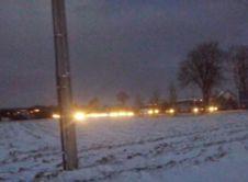 Jak informuje nas Pan Marcin. Ruch na ulicy Szamotulskiej jest w tej chwili mocno utrudniony. Wskutek oblodzenia jezdni, tiry mają kłopot z jazdą. Czytelnik informuje o kilkucentymetrowej warstwie lodu. Prosimy o zachowanie ostrożności podczas poruszania się pojazdami. Służby drogowe mają również problemy, aby dojechać do wszystkich miejsc.